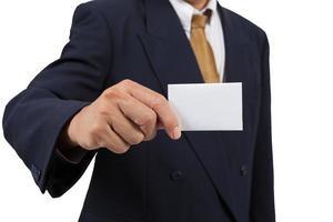 affärsman visa tomma visitkort foto