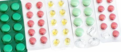olika tabletter i olika färger foto
