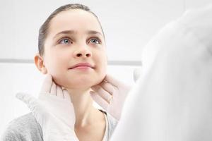 otolaryngolog, ett barn med en läkare foto