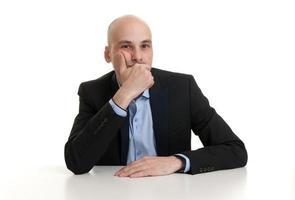 porträtt av en tankeväckande affärsman foto