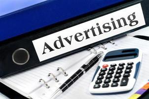 mapp med reklam foto