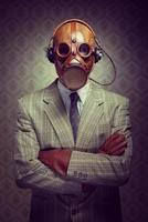 vintage gasmask och hörlurar foto