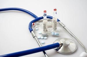 medicin och stetoskop foto