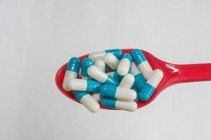 blå vit kapsel läkemedel isolerade foto