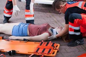 räddningstjänst tar kvinna foto