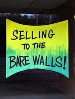 säljer till de nakna väggarna foto