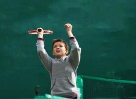 lilla tennisspelare foto