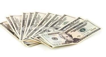 förpackning med dollar isolerad på vitt foto