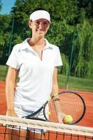 unga attraktiva tennisspelare foto