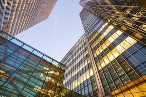 fönster skyskrapa affärskontor, företagsbyggnad i London, England, Storbritannien foto
