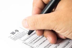 skatteformulär w-9 och penna foto