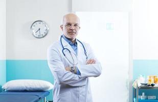 senior läkare porträtt foto