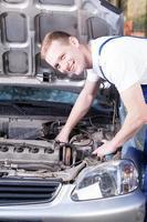 reparatör fixa bilmotor foto