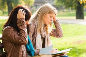utmattade studenter foto
