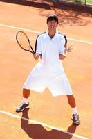 upprörd tennisspelare foto