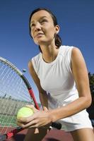 tennisspelare som förbereder sig för att servera foto