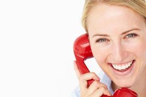 kvinna pratar i telefon foto
