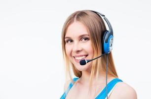 glad kvinna assistent operatör i headset foto