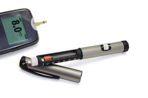 insulinpenna och glukometer foto