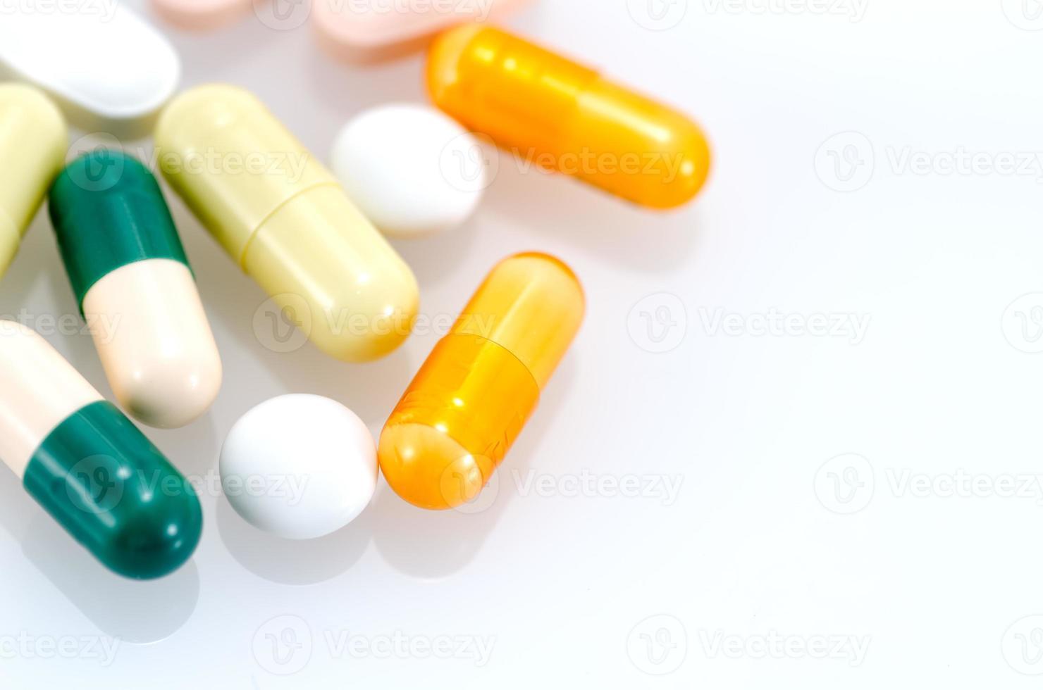 geneeskunde geïsoleerd op een witte achtergrond. foto