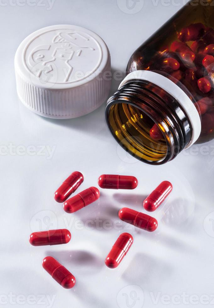 capsules in een open pot bruin foto
