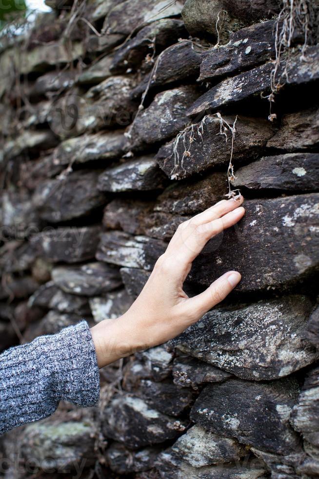 de steen aanraken foto