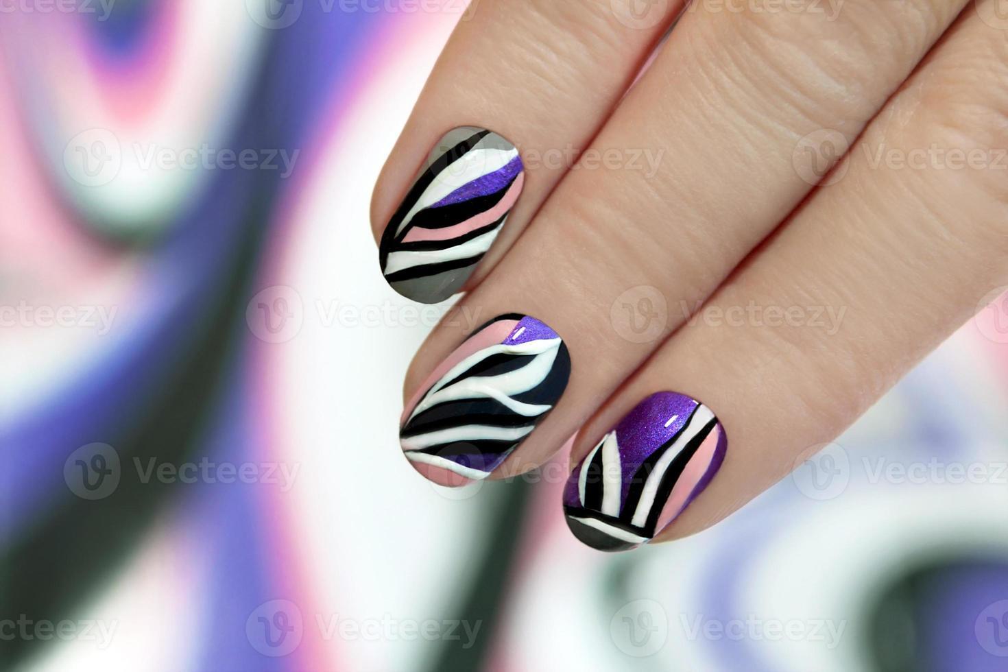 gestreepte manicure. foto