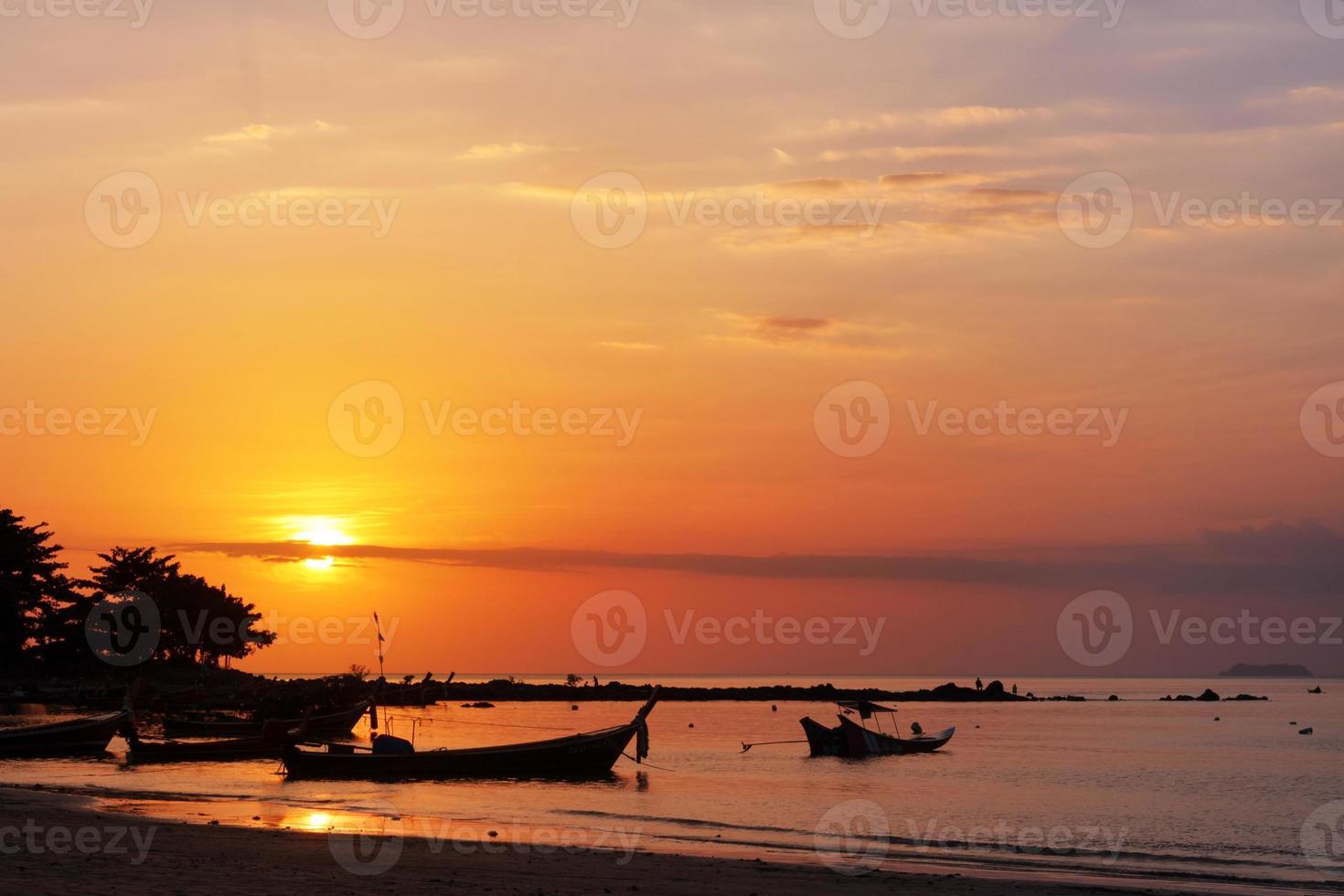 vissersboot en zonsondergang foto