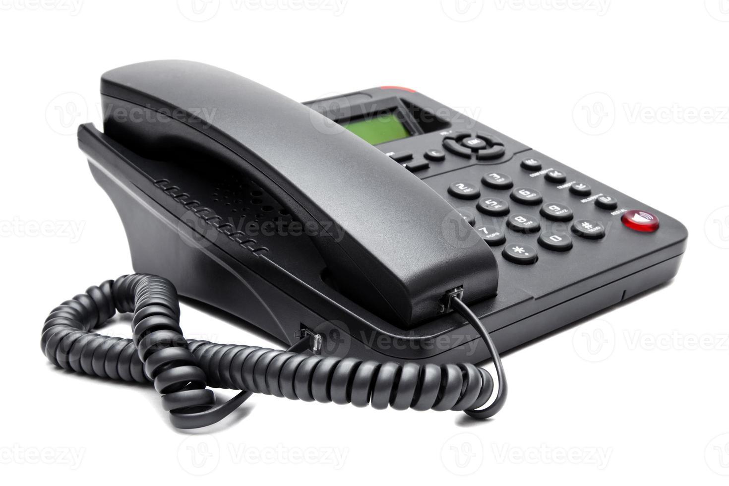 zwarte telefoon die op witte achtergrond wordt geïsoleerd foto