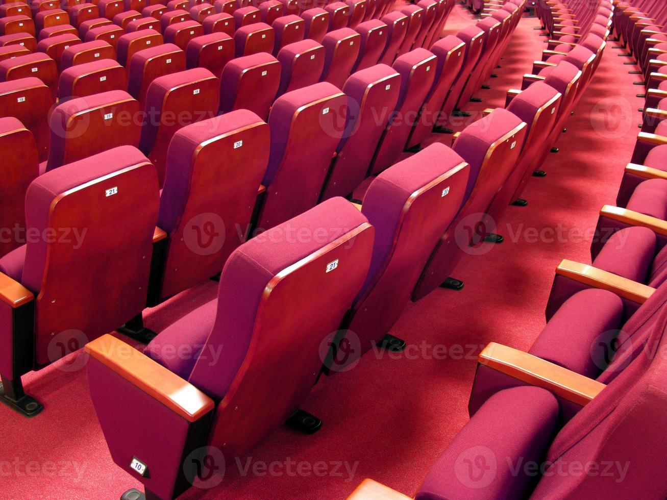 rode stoelen foto