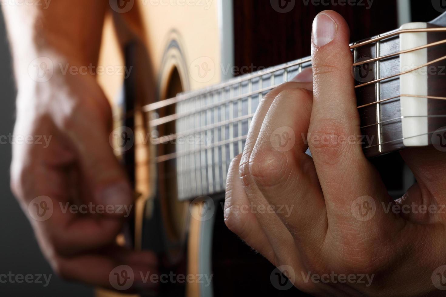 gitarist die lied uitvoert foto