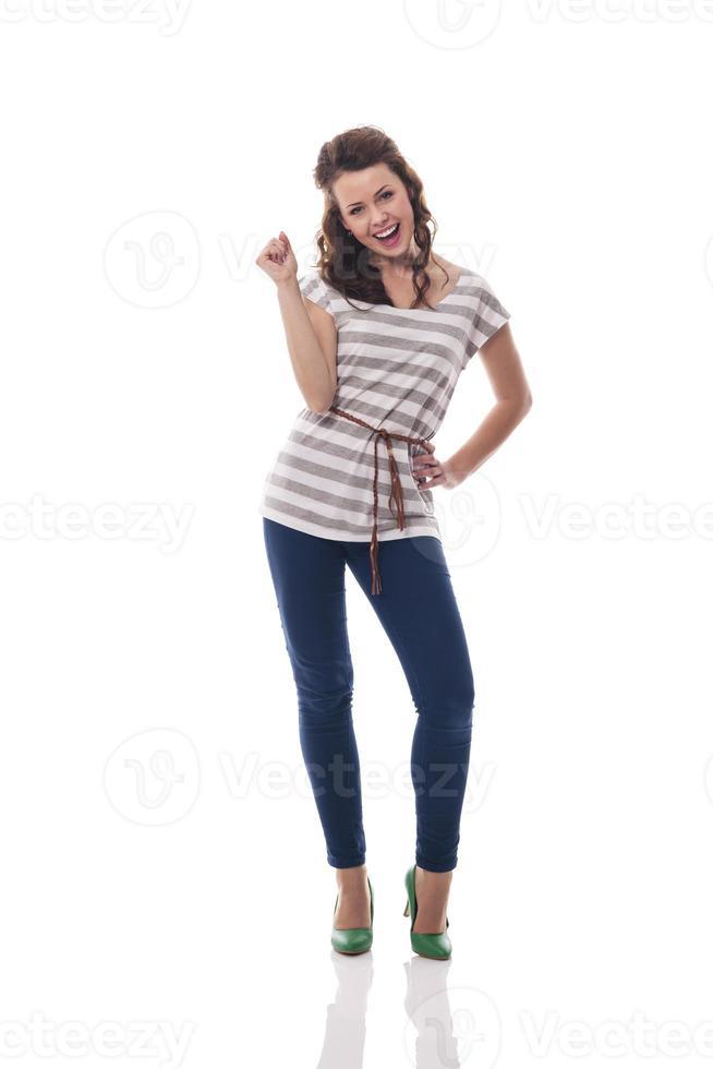 portret van modieuze lachende vrouw foto