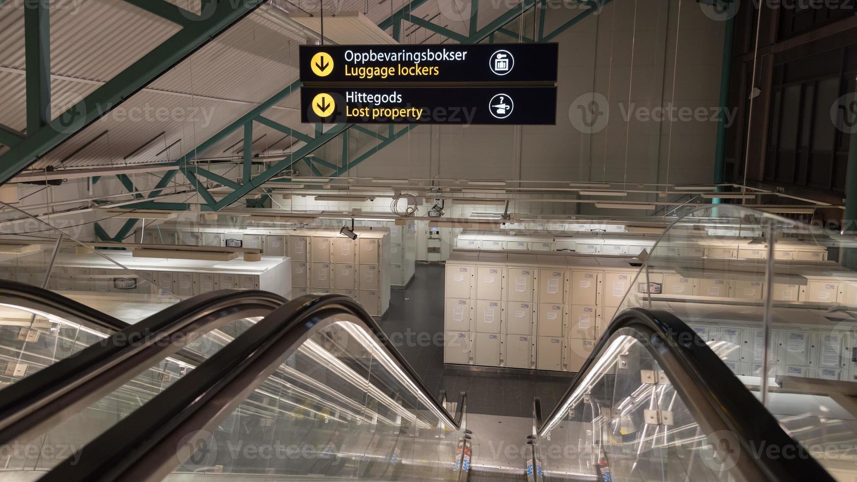 bagagekluizen en verloren voorwerpen bij een treinstation foto