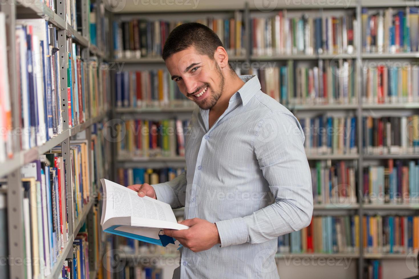 portret van een student op de campus foto
