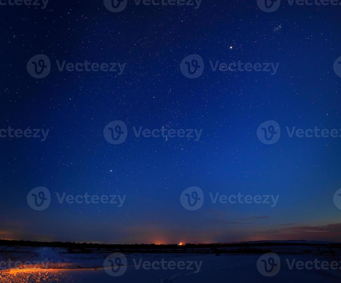 sterren aan de nachtelijke hemel foto