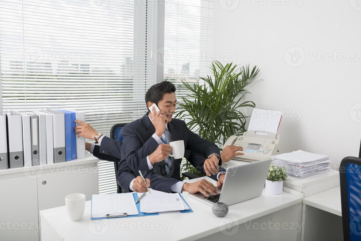 multitasking zakenman foto