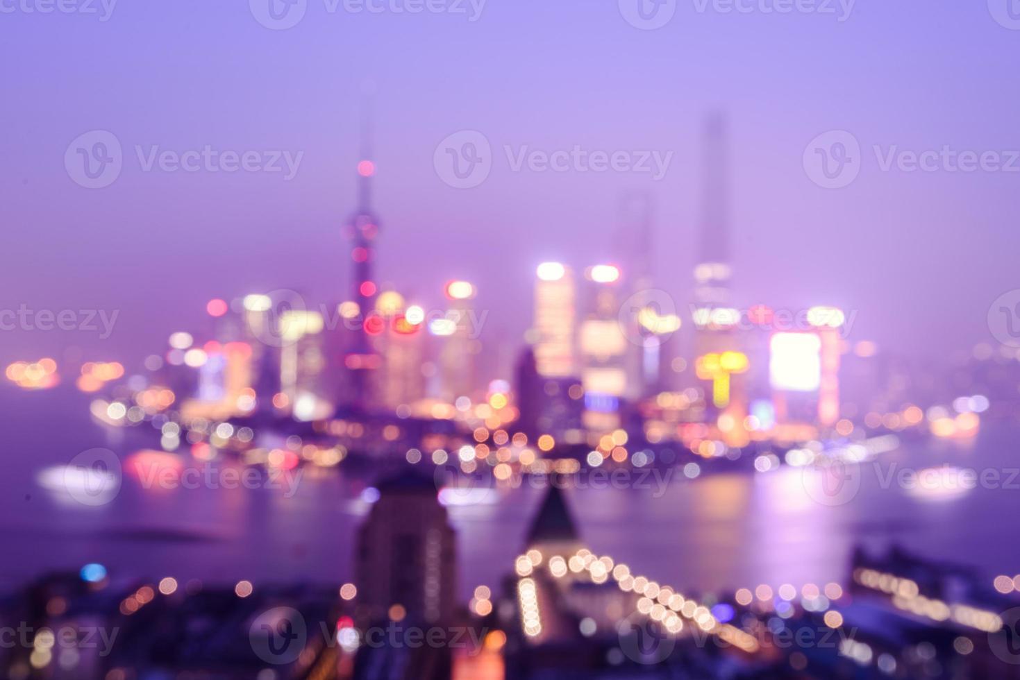 nacht shanghai skyline met reflectie, prachtige moderne stad foto