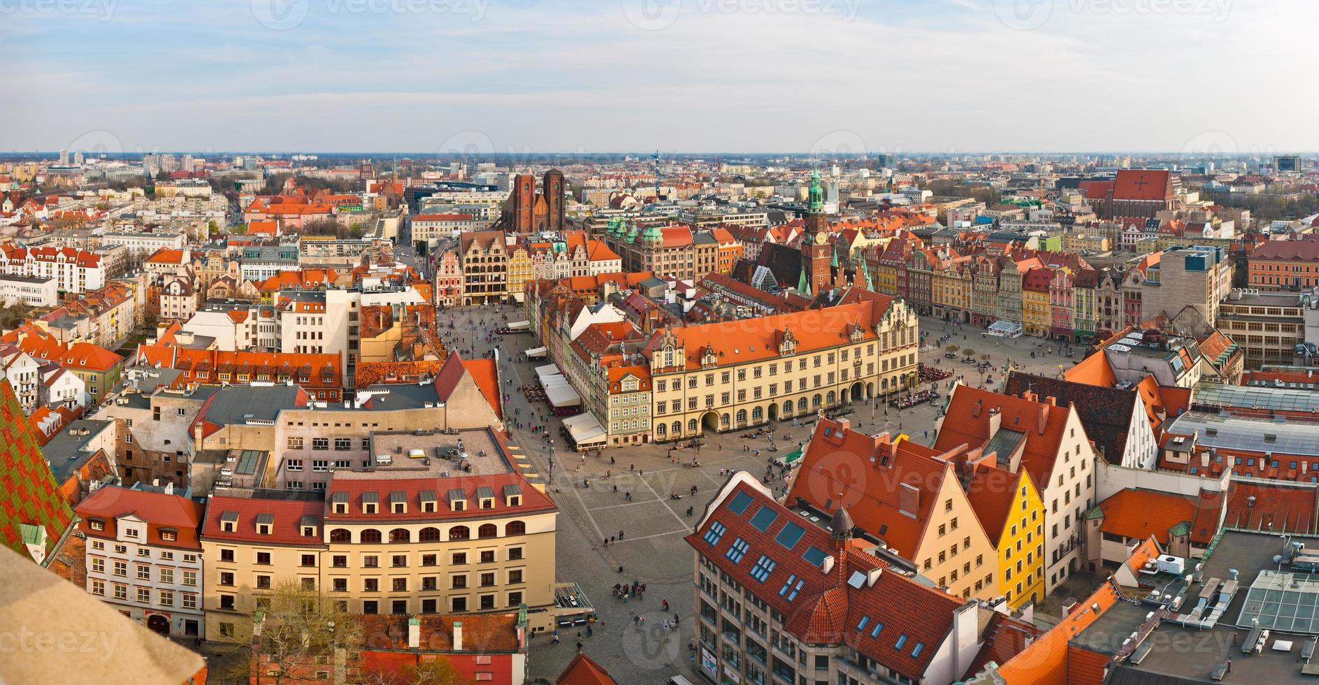 panoramisch uitzicht op het stadsplein, wroclaw, polen foto