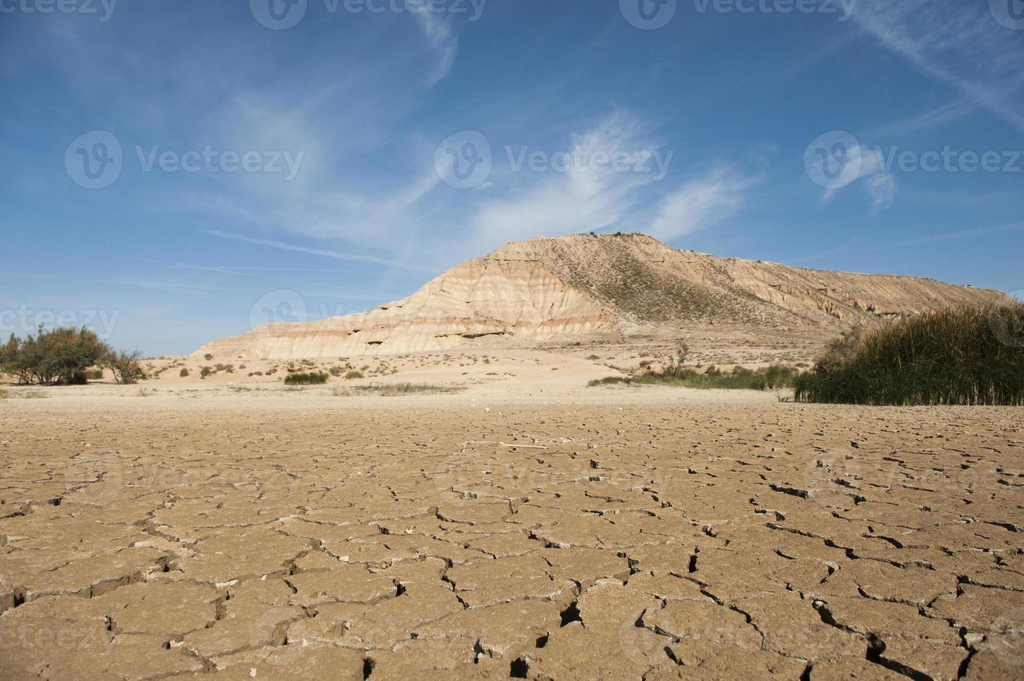 brede droge woestijn foto