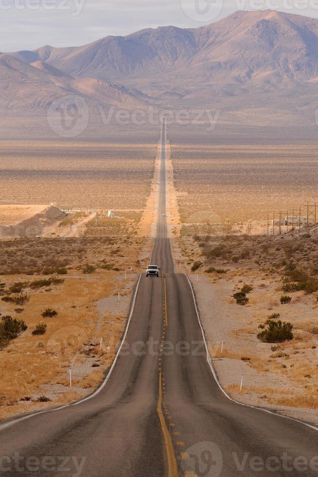 lange woestijn snelweg foto