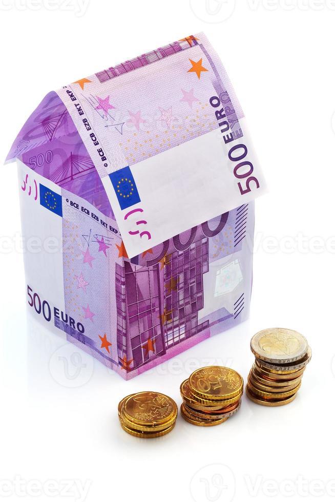 huis van eurobankbiljetten foto