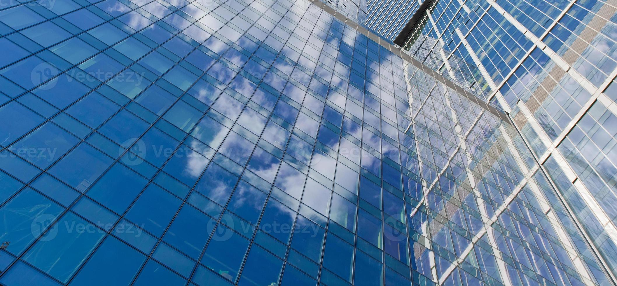 wolkenkrabbers op hemelachtergrond foto