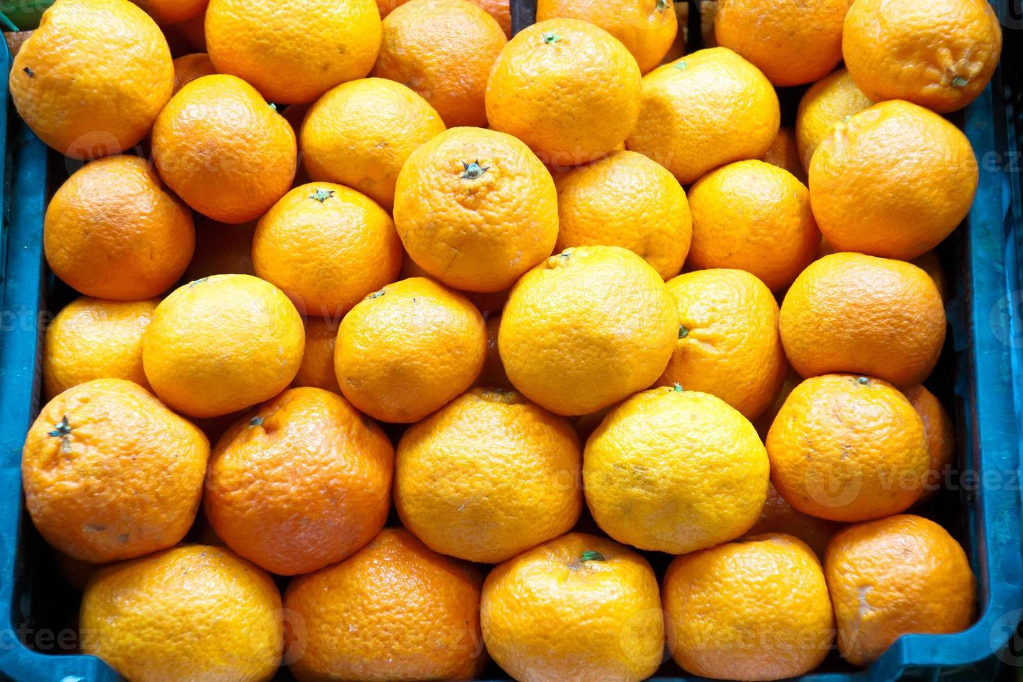 sinaasappelen in een markt foto