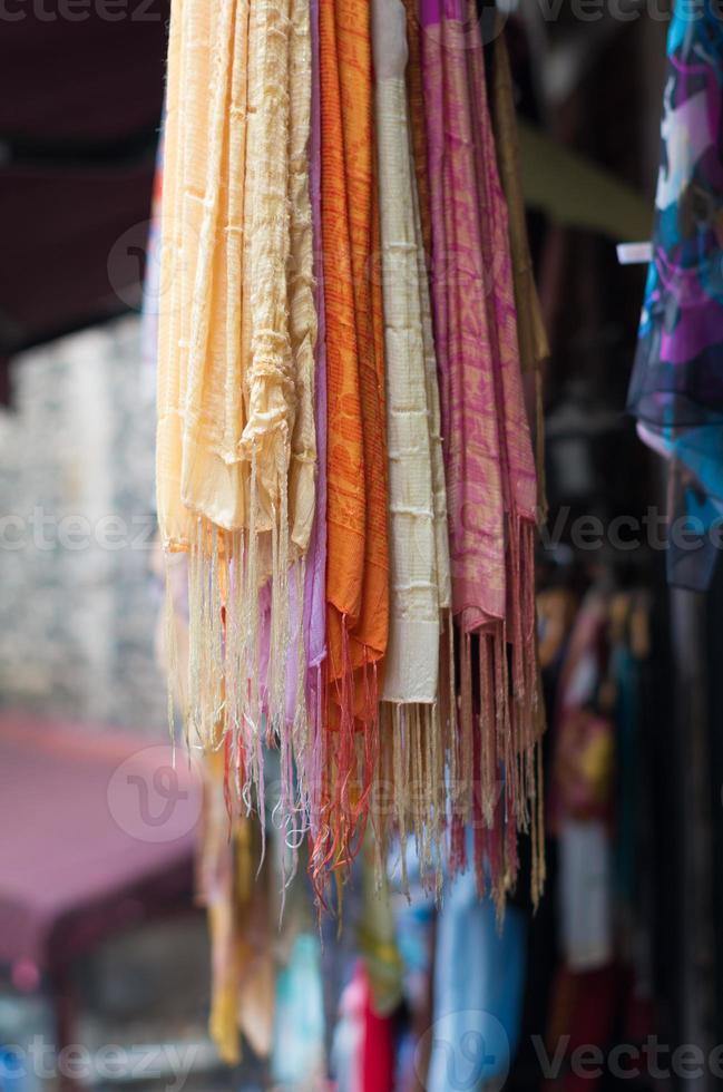 kleurrijke sjaals foto