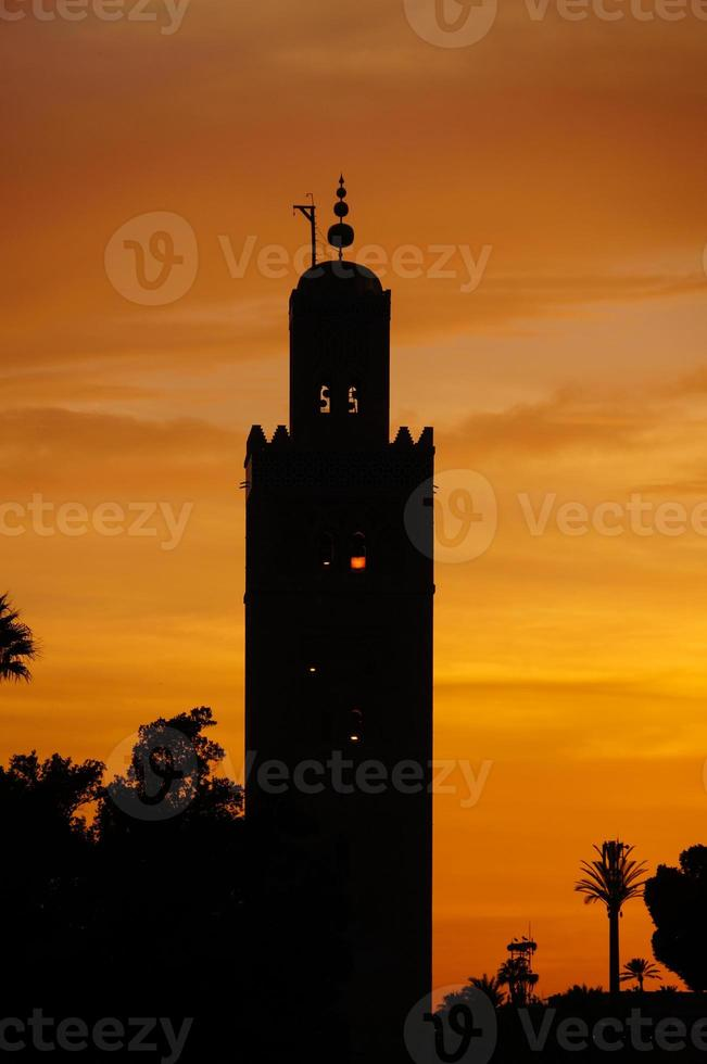 de Koutoubia-moskee in zonsondergang, Marrakech foto