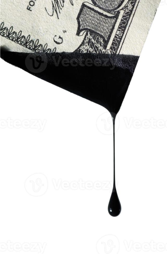 druppel van een zwarte vloeistof foto