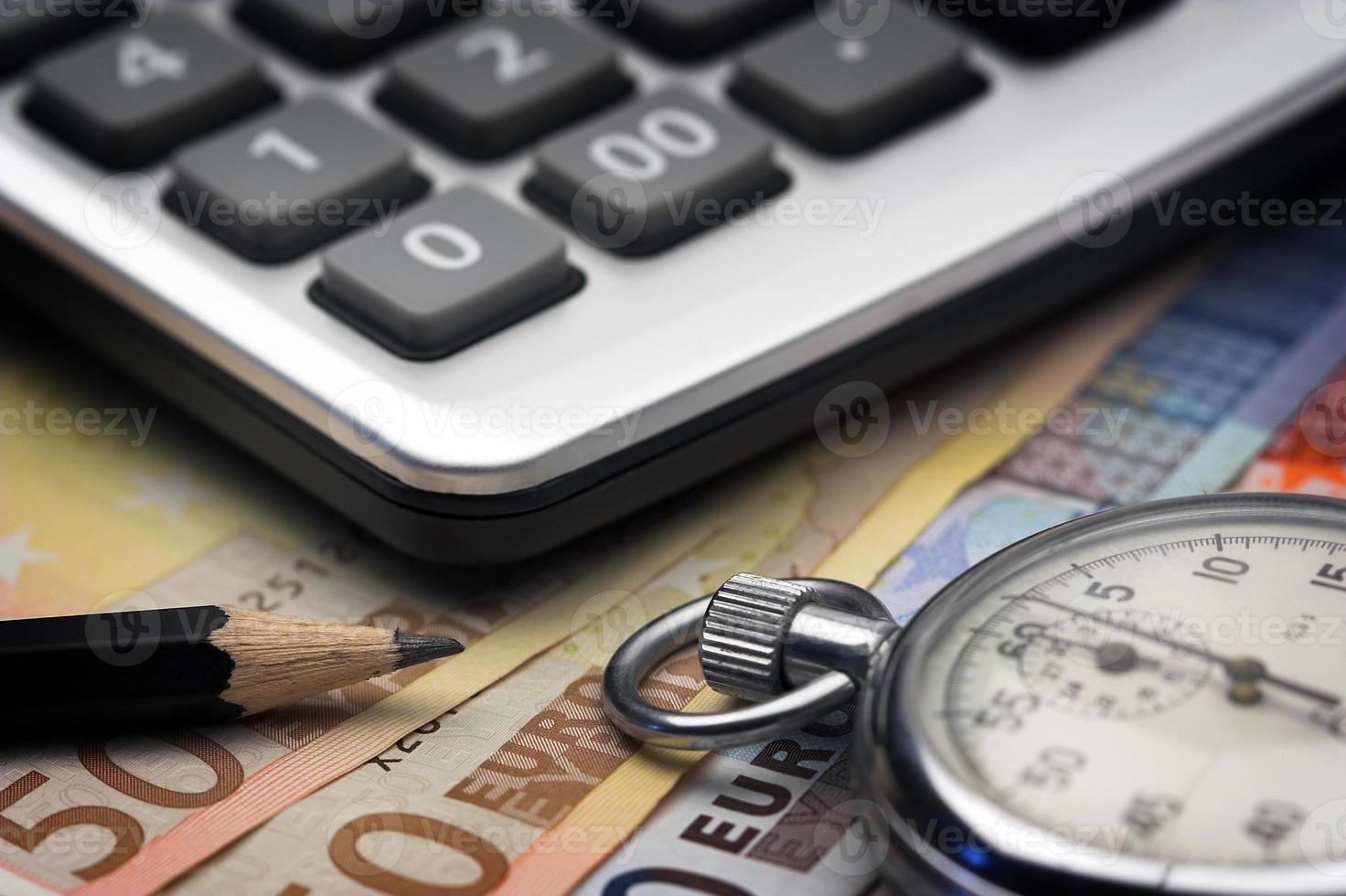rekeningen, chronometer en rekenmachine foto