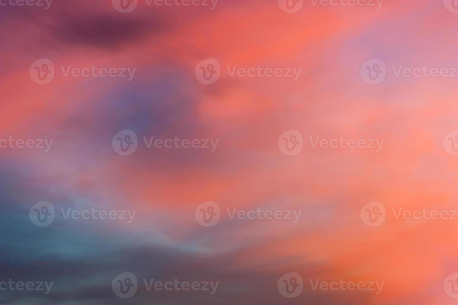 oranje blauwe schaduw twilight hemel met wolken foto