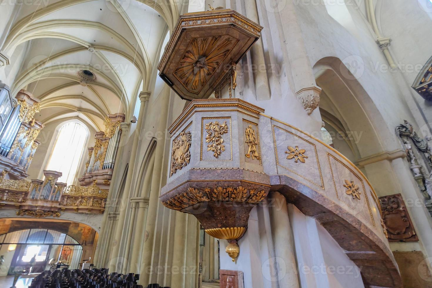 interieur van kerken in Wenen, Oostenrijk foto