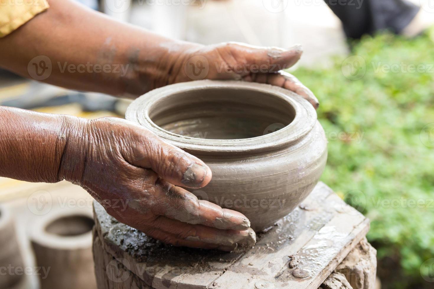 handgemaakte kleipotten, Thais traditioneel aardewerk foto